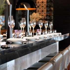 Chef's Table mit Blick auf die Showküche