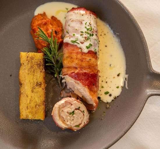 Chicken, kajmak, cheese, bacon, potato gratin