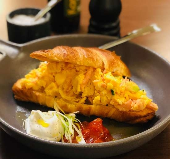 Smoked salmon© croissant sandwich