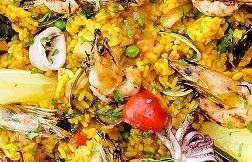 Classic paella, chicken, sea food, vegetables
